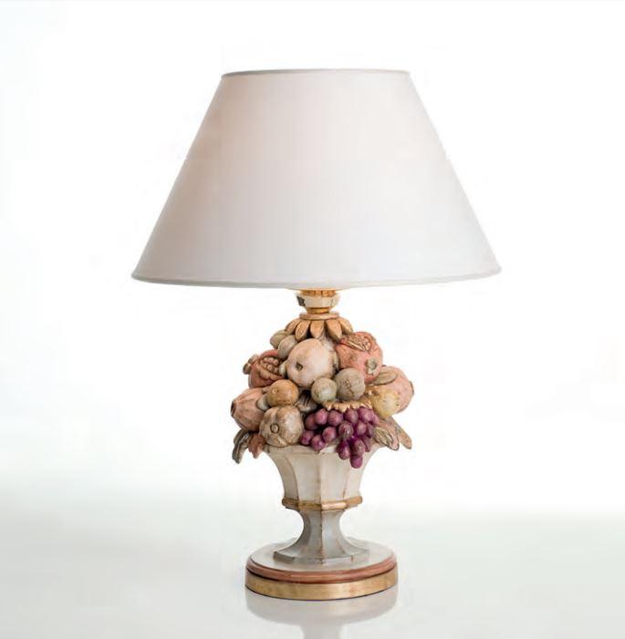 250 lume di chelini lampada da tavolo con paralume legno for Lumi da tavolo classici