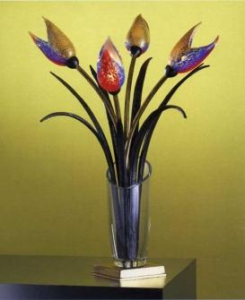 plafoniere banci : Lume. Vaso: cristallo. Steli: ferro e ottone. Fiori: vetro soffiato di ...